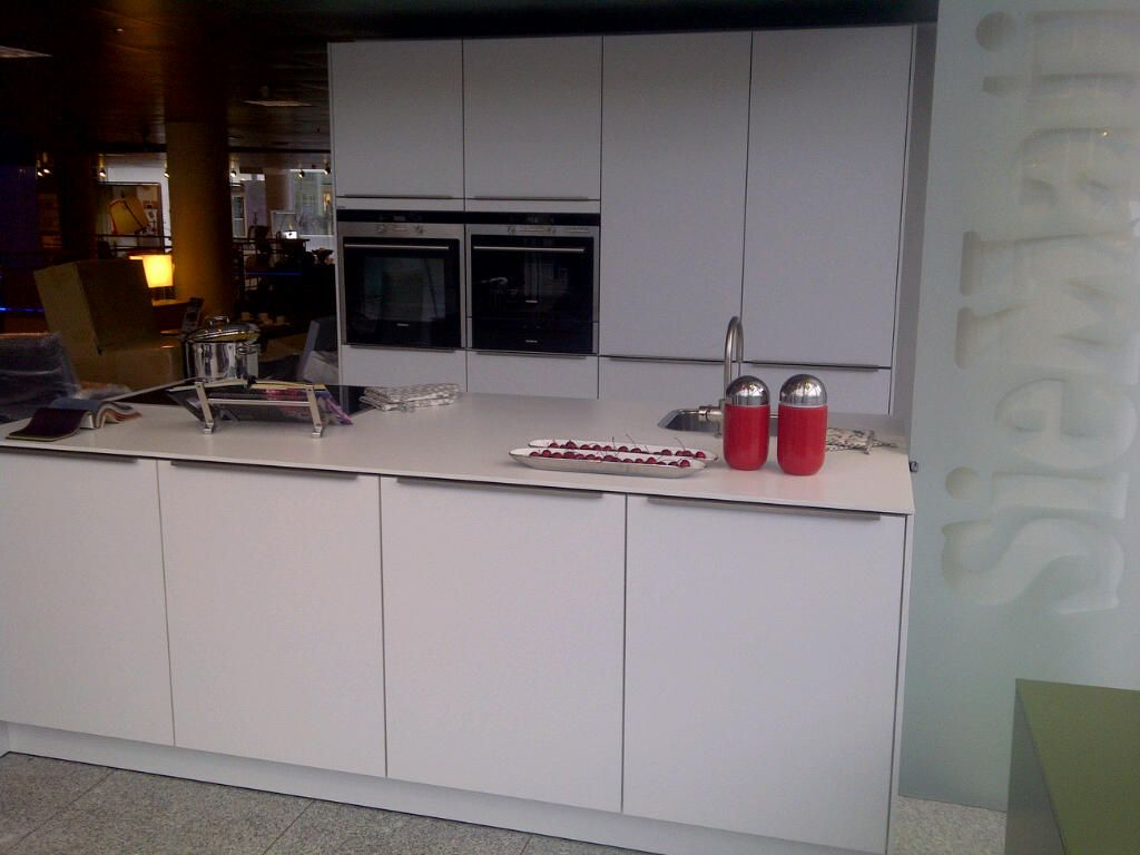 Siematic showroomkeukens siematic showroomkeuken aanbiedingen siematic design eilandkeuken - Serveren eiland keuken ...