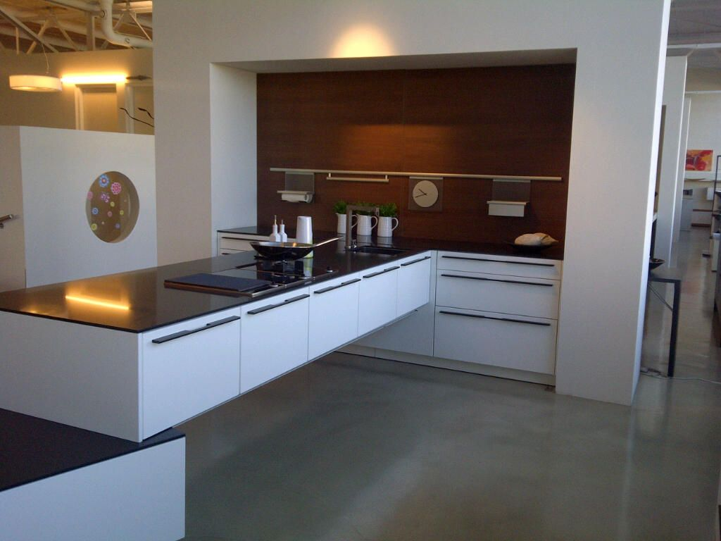 Siematic showroomkeukens siematic showroomkeuken aanbiedingen bekroonde eurocucina 2010 - Eigentijdse keuken met centraal eiland ...
