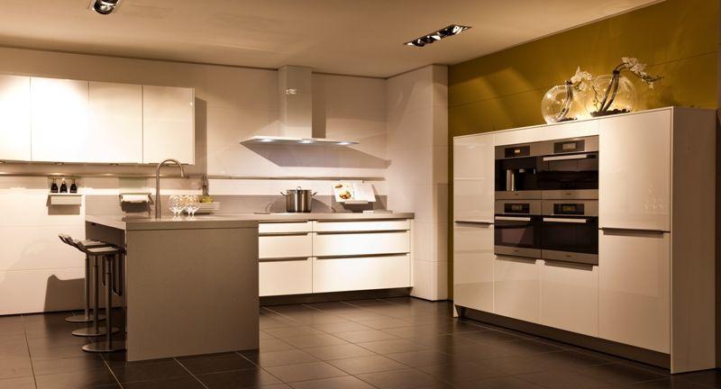 Keukens Hoogglans Wit Gelakte : Een hoogglans gelakte keuken, voorzien ...