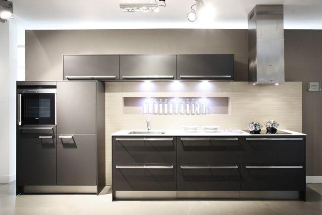 Keuken Wit Grijs : aanbiedingen SieMatic keuken C30 + 1 cm wit-glasblad [35505
