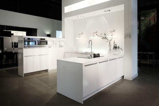 Hoogglans Keuken Wit : SieMatic keuken C30 hoogglans Lelie wit op MDF verwerkt 1,2 cm wit