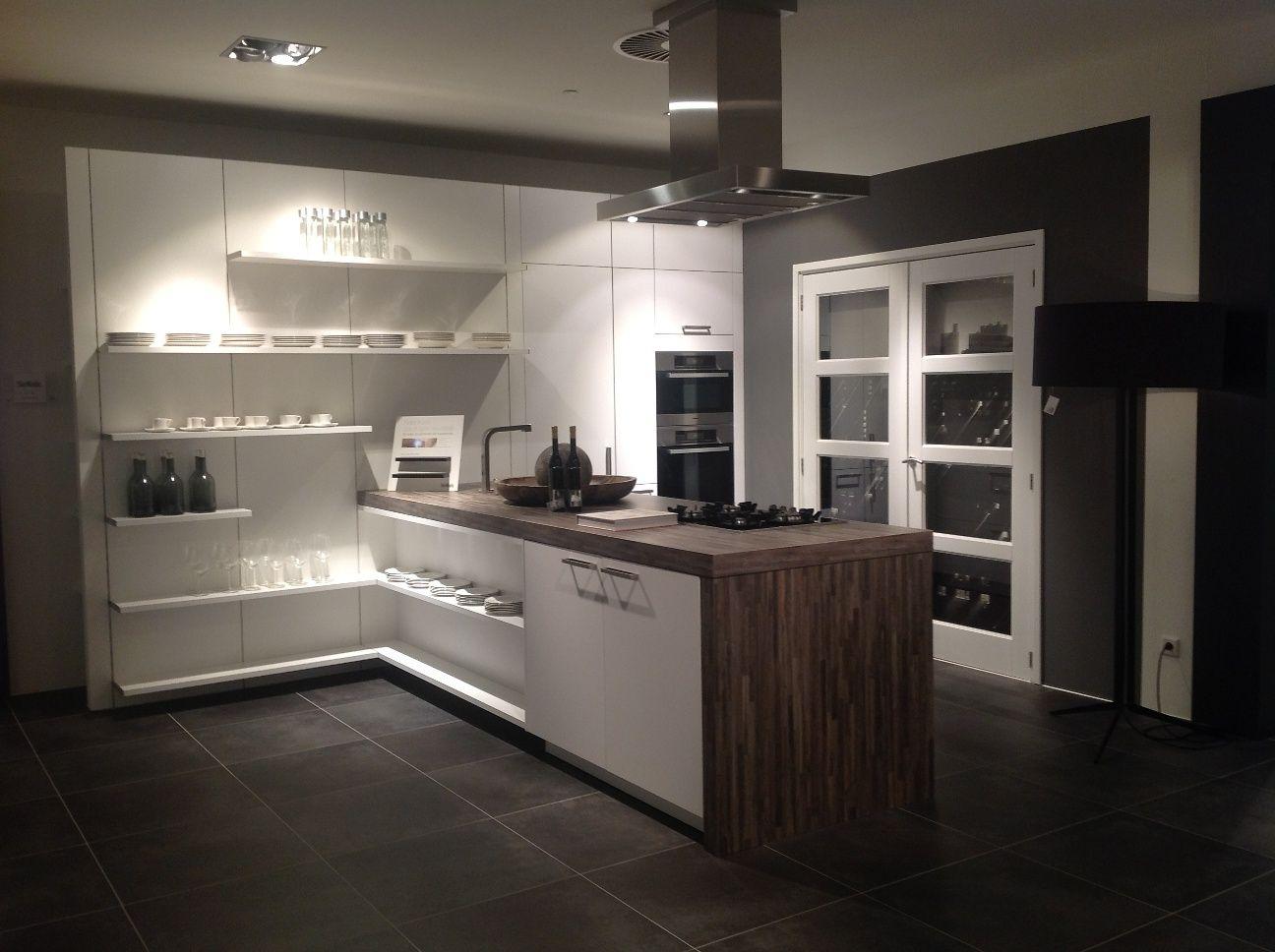 siematic showroomkeukens siematic showroomkeuken aanbiedingen siematic hightech. Black Bedroom Furniture Sets. Home Design Ideas