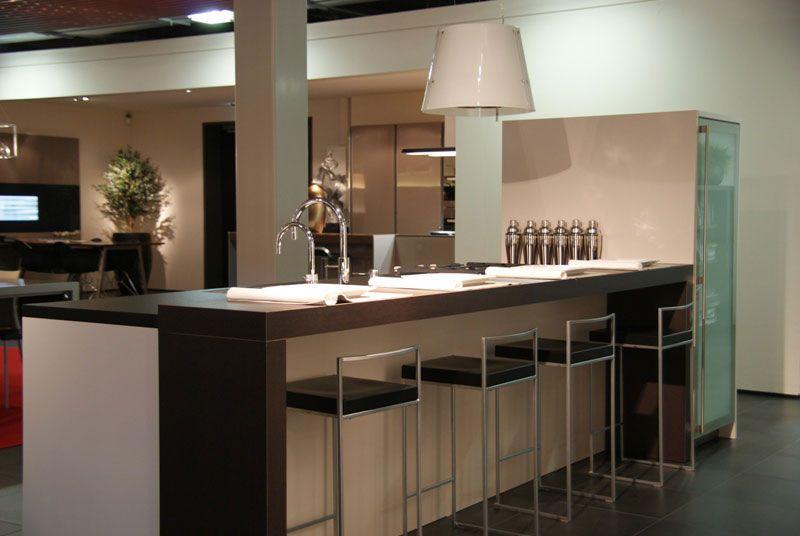 Rechte Keuken Met Bar : showroomkeuken aanbiedingen SieMatic SC66 met greeplijst [28225