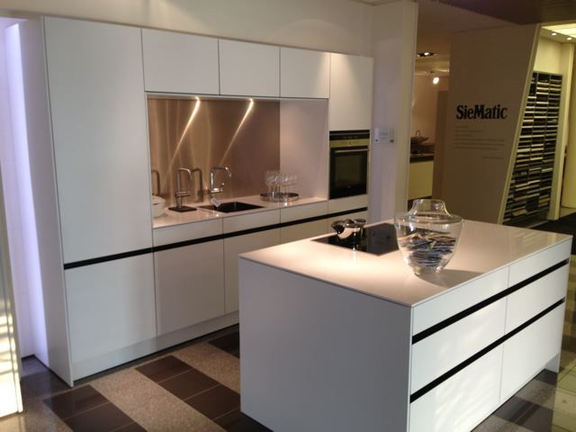 ... aanbiedingen : Luxe high tech SieMatic design greeploze keuken [48604