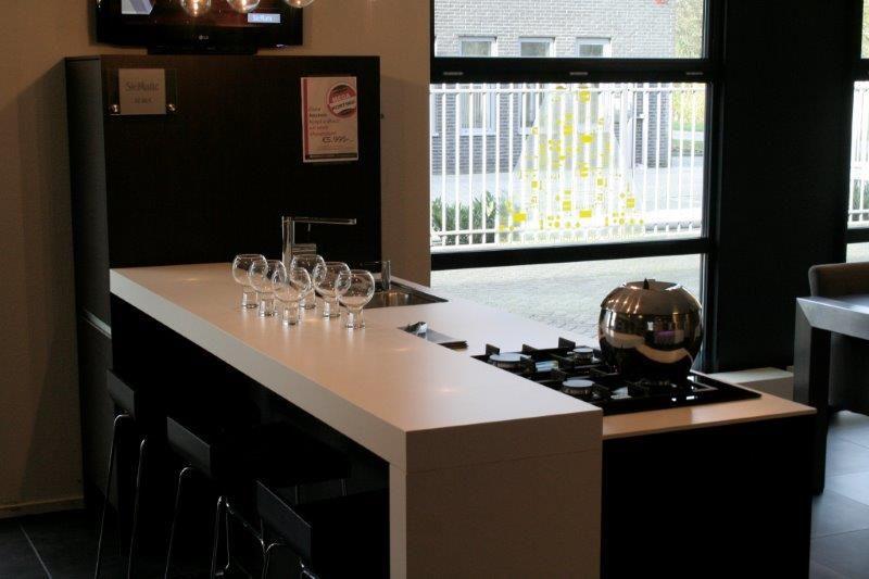 Siematic showroomkeukens siematic showroomkeuken aanbiedingen siematic sc 66 k eiland 52876 - Eiland bar keuken ...
