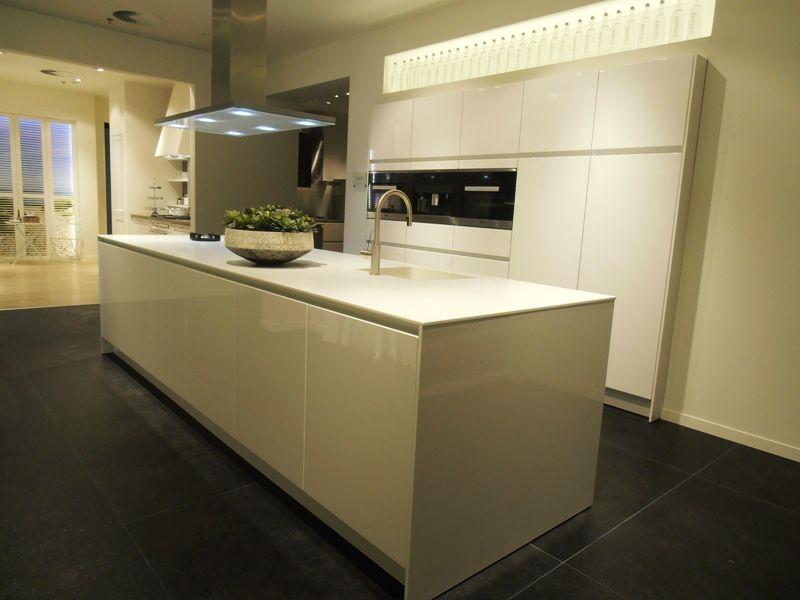 Siematic Keuken Corian : SieMatic Showroomkeukens Siematic showroomkeuken aanbiedingen Luxe