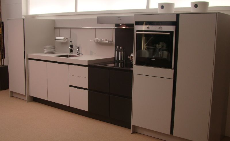 siematic showroomkeukens siematic showroomkeuken aanbiedingen greeploze siematic s3 keuken. Black Bedroom Furniture Sets. Home Design Ideas
