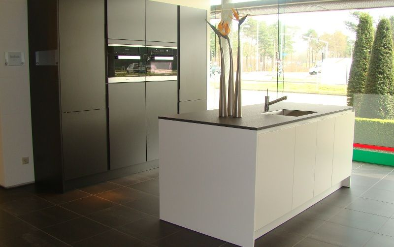 siematic showroomkeukens siematic showroomkeuken aanbiedingen siematic s3 met miele. Black Bedroom Furniture Sets. Home Design Ideas