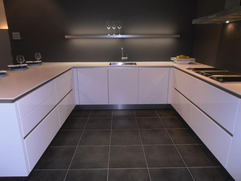 Glanzend Witte Keuken : SieMatic Showroomkeukens Siematic ...